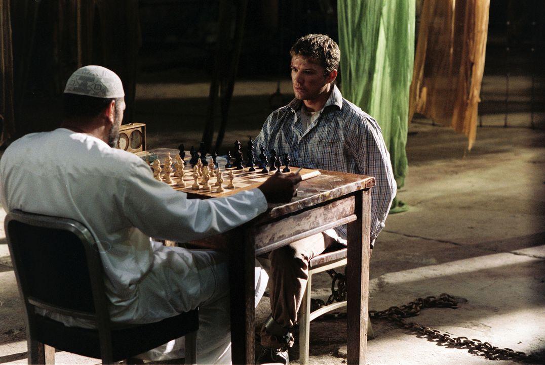 Mit einer Droge betäubt und schließlich in einer abgelegenen Lagerhalle eingesperrt, muss sich Martij (Ryan Phillippe, r.) unter Todesdrohung auf... - Bildquelle: Lions Gate Films