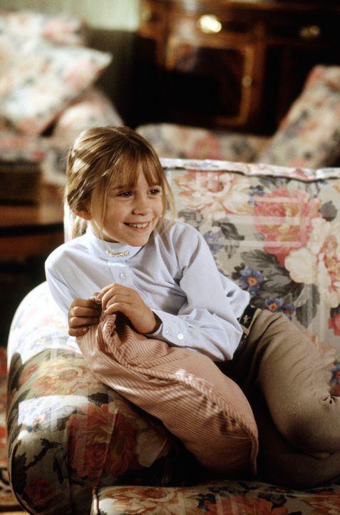 Amanda (Mary-Kate Olsen) scheint zu träumen: Nach dem Rollentausch mit Alyssa schwebt sie auf Wolke 7, da nicht nur ihr Papa Roger so nett zu ihr i... - Bildquelle: Warner Bros.