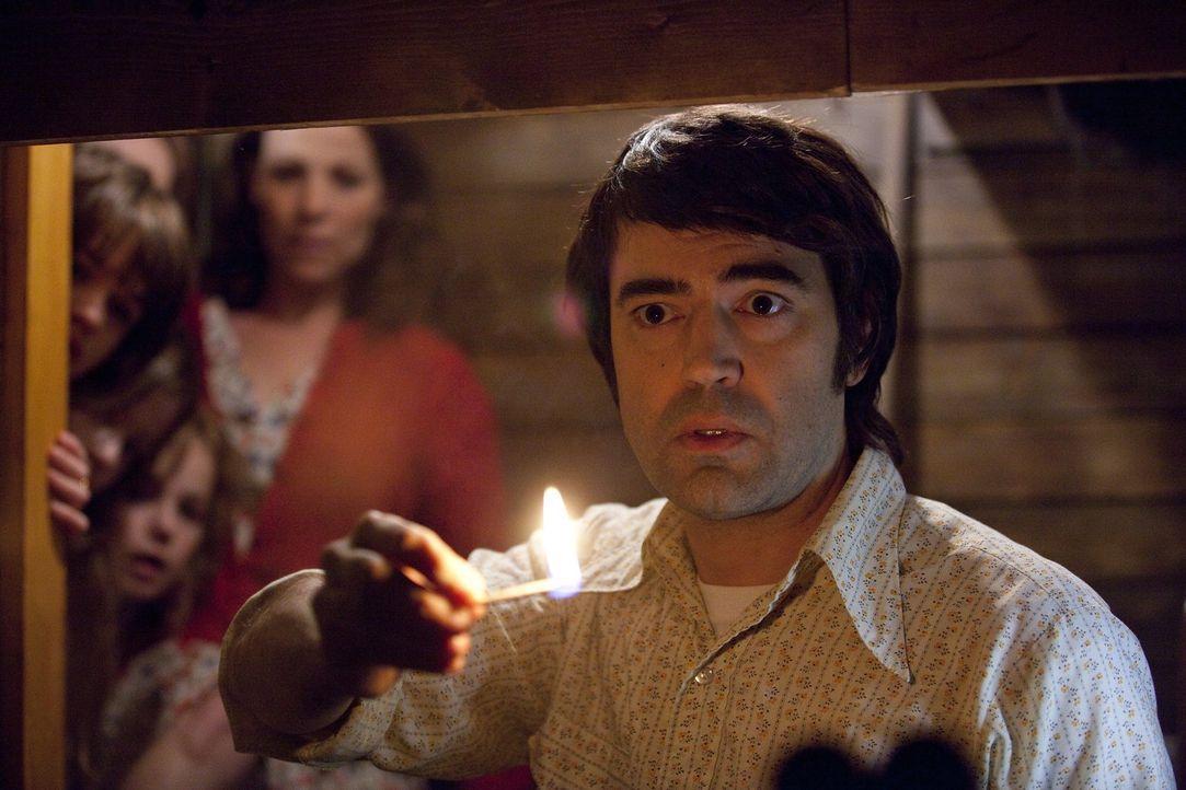 Als Fernfahrer Roger (Ron Livingston) und seine Familie Anfang der 70er Jahre in ein altes, idyllisch gelegenes Landhaus einziehen, ahnen sie noch n... - Bildquelle: Warner Brothers