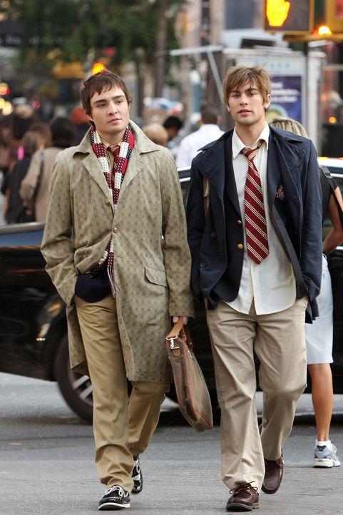 Der Debütantinnenball steht bevor: Chuck (Ed Westwick, l.) und Nate (Chace Crawford, r.) müssen nur noch eine Begleitung finden ... - Bildquelle: Warner Brothers