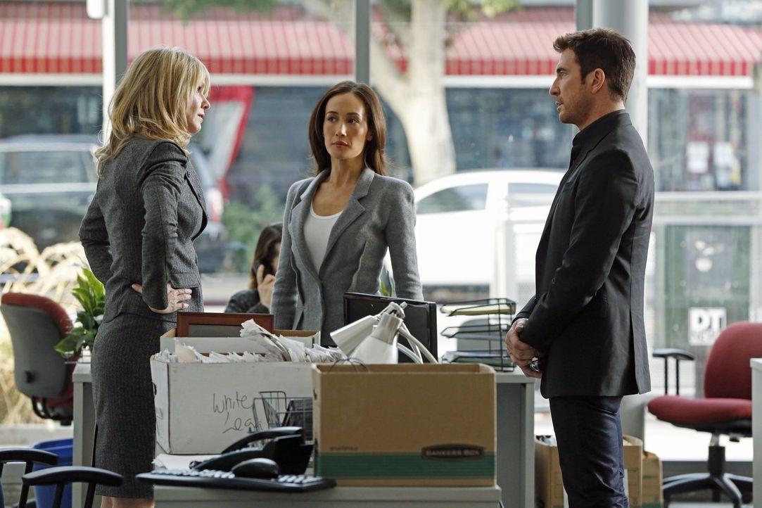 Hat Elaine (Andrea Roth, l.) etwas mit dem Fall zu tun, in dem Beth (Maggie Q, M.) und Jack (Dylan McDermott, r.) gerade ermitteln? - Bildquelle: Warner Bros. Entertainment, Inc.
