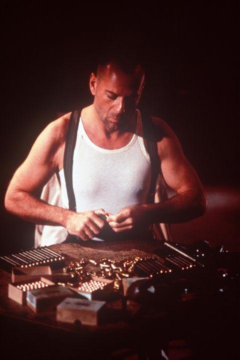 Mit Waffengewalt rechnet John Smith (Bruce Willis) mit den Gangsterbanden in der kleinen Stadt Jericho ab ... - Bildquelle: New Line Cinema