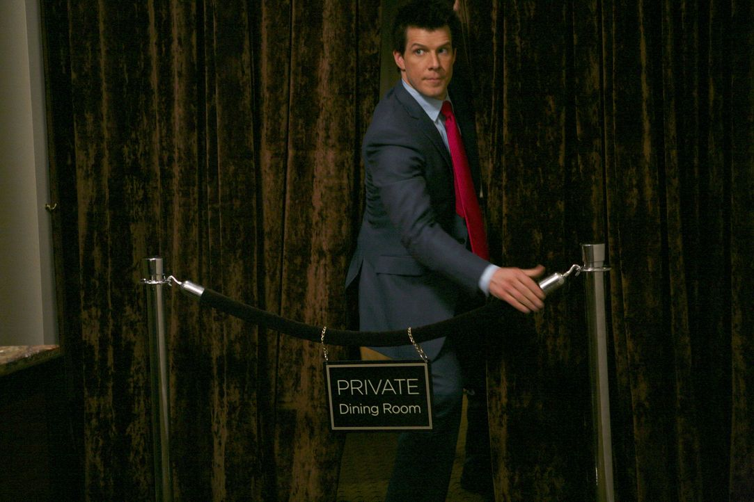 Im Interessenskonflikt: Daniel (Eric Mabius) ... - Bildquelle: Buena Vista International Television