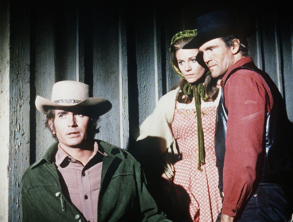 Little Joe (Michael Landon, l.) und Candy (David Canary, r.) wollen Barbara (Jennifer Douglas, M.) beschützen, die vom mächtigsten Mann der Stadt be... - Bildquelle: Paramount Pictures