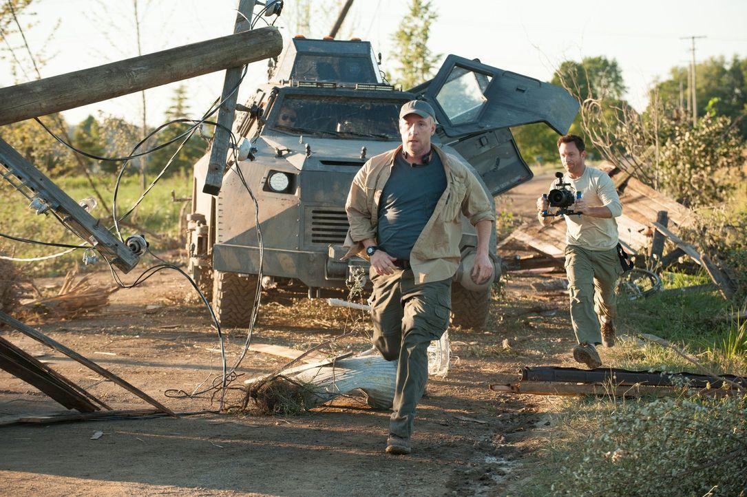 Während einige Bewohner Silvertons um ihr Leben rennen und versuchen, dem tödlichen Tornado zu entkommen, laufen andere gerade mitten in den monströ... - Bildquelle: 2014   Warner Bros.