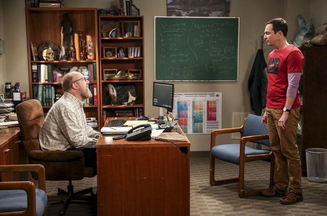 Sheldon (Jim Parsons, r.) arbeitet mit Bert (Brian Posehn, l.) zusammen an einem Geologieprojekt und hat sogar Spaß daran, doch dann beendet Bert pl... - Bildquelle: Warner Bros. Television