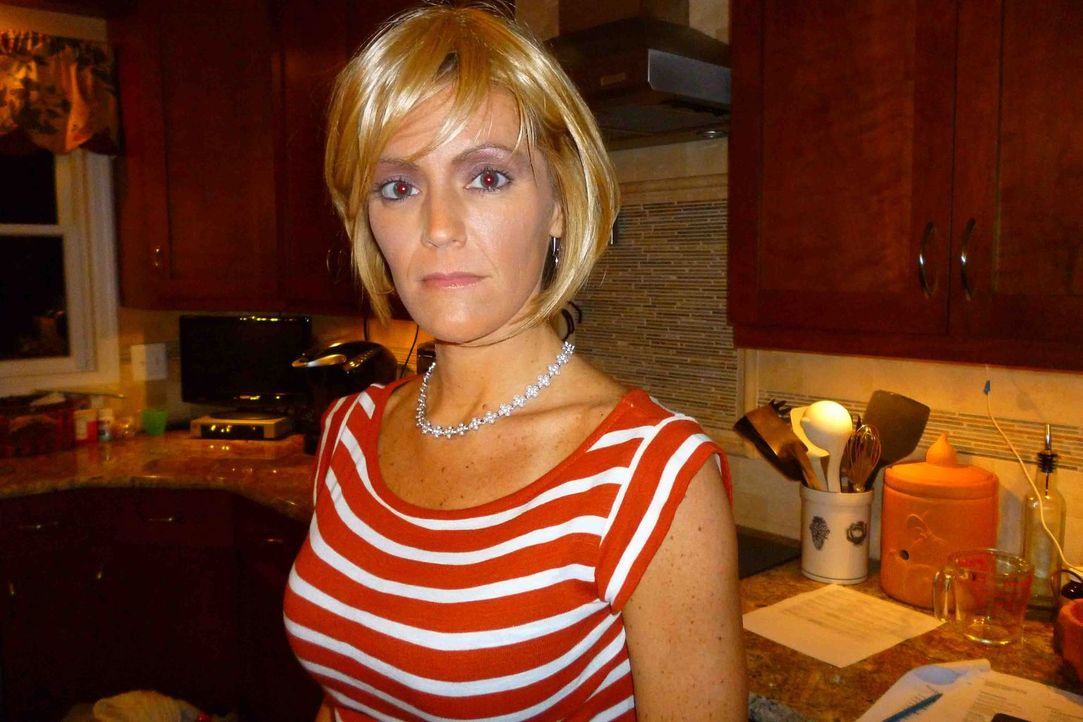Elizabeth Reynolds (Bild) zeigt nach ein paar Dates mit Alberto ihr wahres Gesicht: sie ist besitzergreifend und kontrollierend ... - Bildquelle: Kate Findlay-Shirras Atlas Media, 2011