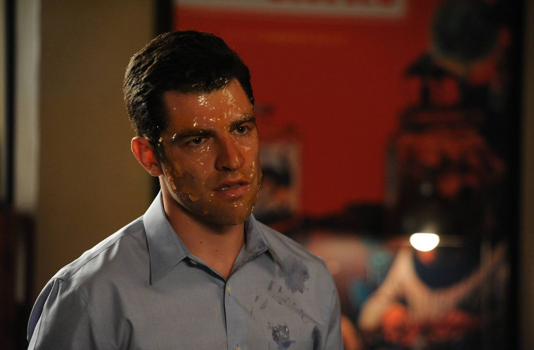 Nachdem Schmidt (Max Greenfield) sein Geheimnis ausgeplaudert hat, droht ihm Übles ... - Bildquelle: TM &   2013 Fox and its related entities. All rights reserved.