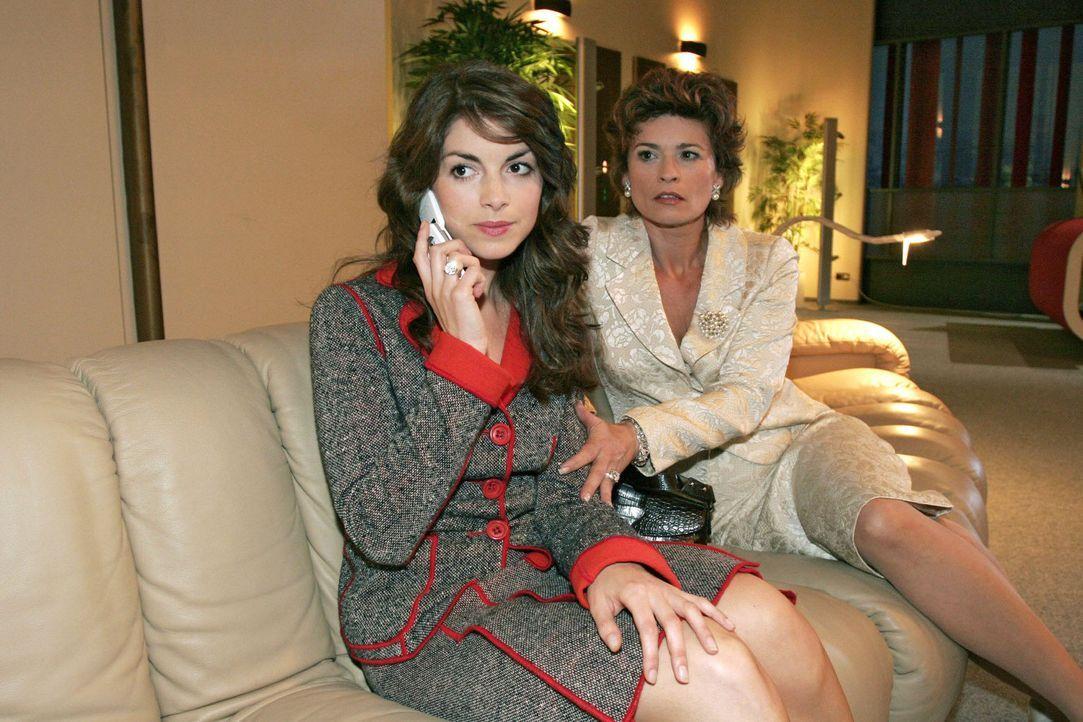 Nachdem Richard auf sie losgegangen ist, sucht Sophie (Gabrielle Scharnitzky, r.) vergeblich Trost bei Mariella (Bianca Hein, l.). - Bildquelle: Noreen Flynn Sat.1