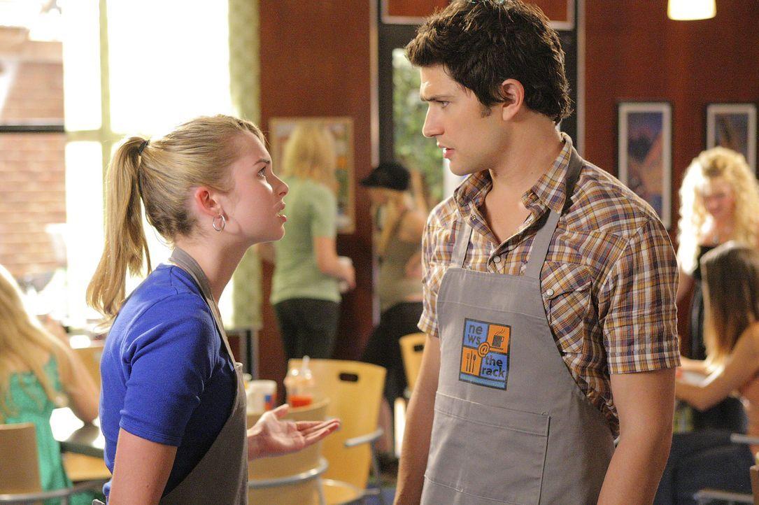 Zwischen Kyle (Matt Dallas, r.) und Amanda (Kirsten Prout, l.) läuft es nicht ganz reibungslos ... - Bildquelle: TOUCHSTONE TELEVISION