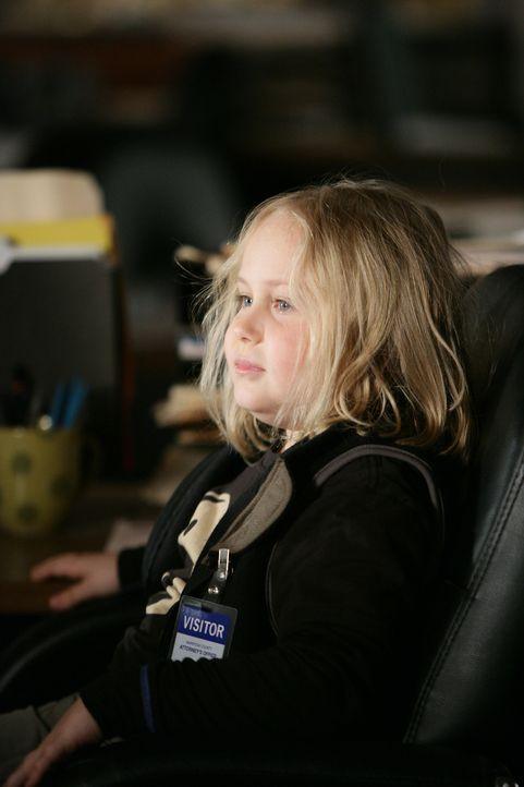 Ungeduldig wartet Bridgette Dubois (Maria Lark) auf ihre Mutter … - Bildquelle: Paramount Network Television