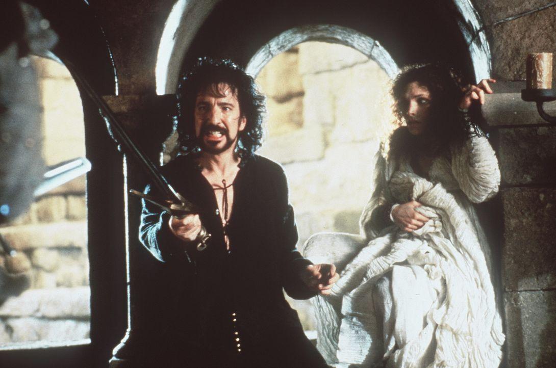 Der Sheriff von Nottingham (David Rickman, l.) will die schöne Marian (Mary Elizabeth Mastrantonio, r.) gegen ihren Willen heiraten, um so Erben k - Bildquelle: WARNER BROS.