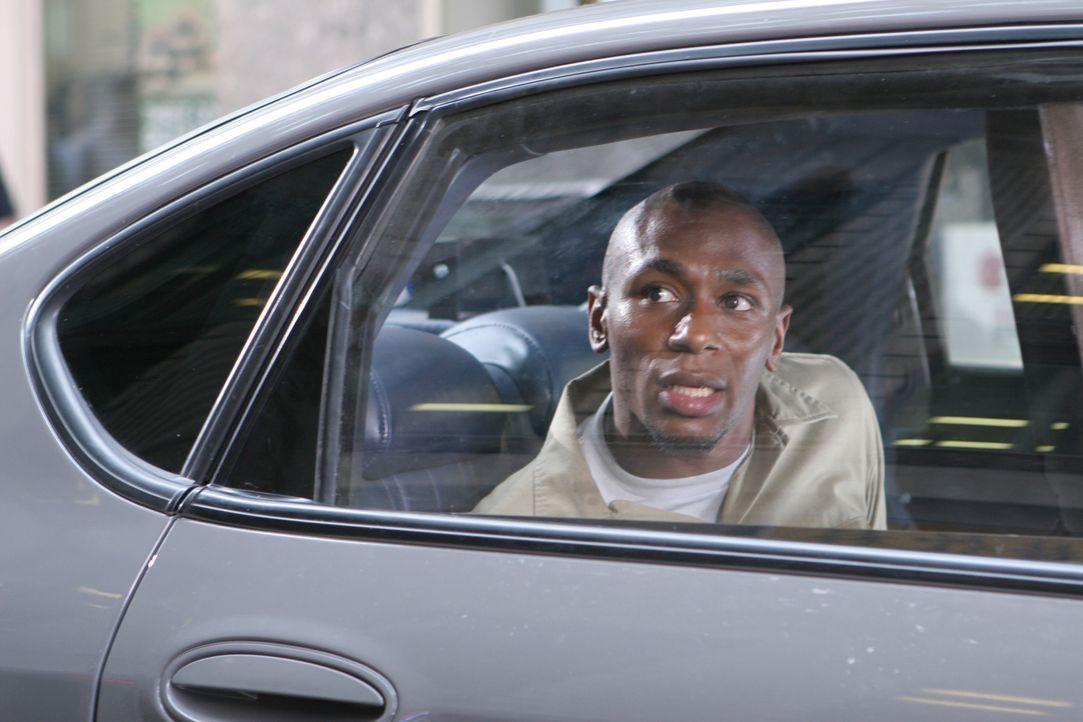 Der Kleinkriminelle Eddie Bunker (Mos Def) soll um 10 Uhr vor einem Untersuchungsausschuss aussagen und muss aus seiner Zelle zum Gerichtsgebäude ge... - Bildquelle: Nu Image