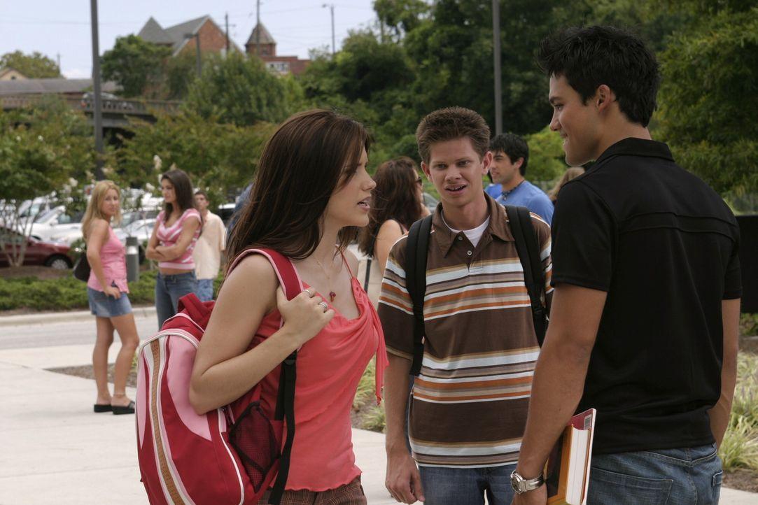 Felix (Micheal Copon, r.) kann die Aufregung nicht verstehen. Brooke (Sophia Bush, l.) findet den Jungen zunächst alles andere als sympathisch, was... - Bildquelle: Warner Bros. Pictures