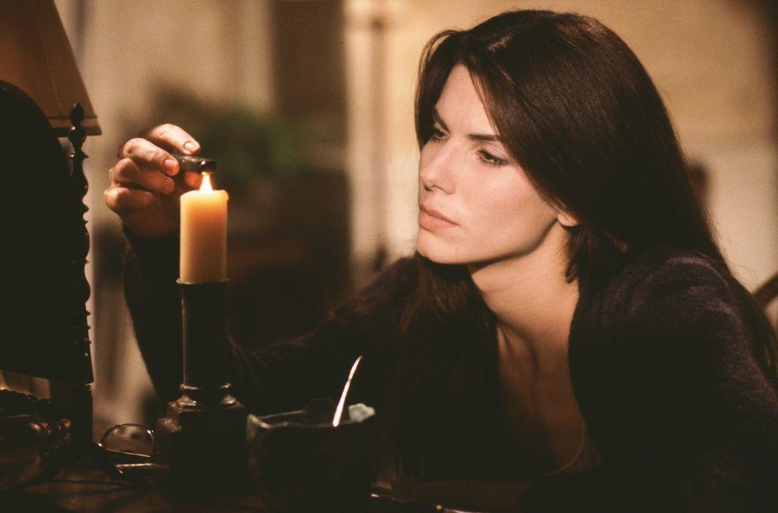 Ein uralter Fluch ist Schuld am Tod ihres Mannes. Sally Owens (Sandra Bullock) schwört, sich nie mehr zu verlieben ... - Bildquelle: Warner Brothers