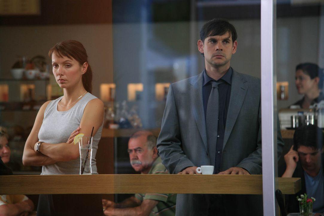 Sind sich nie einig, wie sie vorgehen sollen, um den wahren Täter aufzudecken: Jan Beckmann (Alexander Beyer, r.) und Maja (Julia Koschitz, l.) ... - Bildquelle: Volker Roloff ProSieben