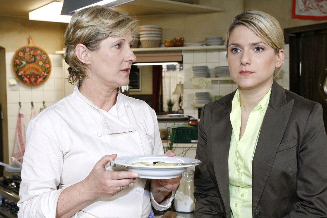 Susanne (Heike Jonca, l.) versucht die frustrierte Anna (Jeanette Biedermann, r.) aufzubauen. - Bildquelle: Noreen Flynn Sat.1