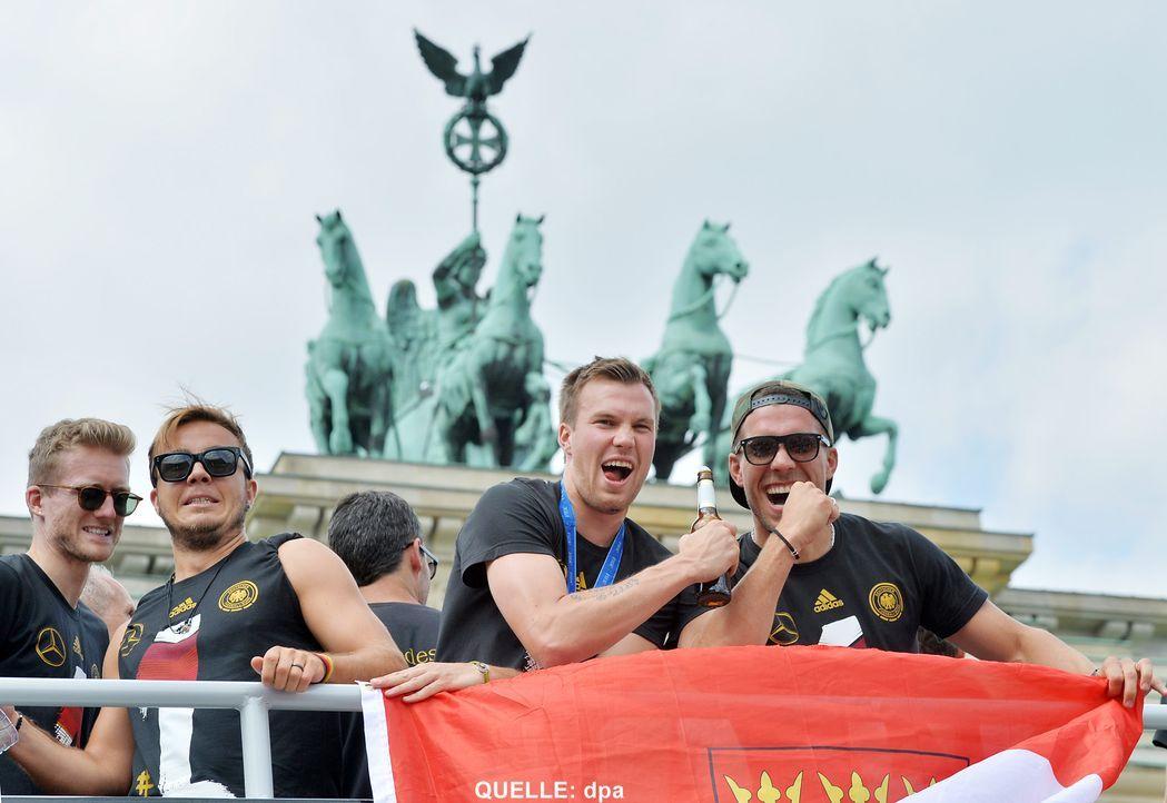 WM-ankunft-nationalmannschaft-berlin-11-140715-dpa - Bildquelle: dpa