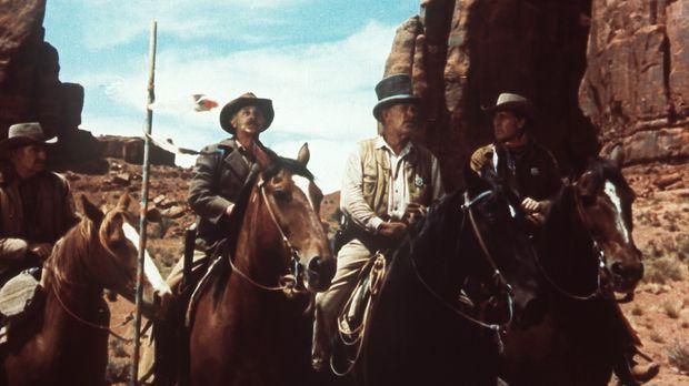 Widerwillig ordnet sich Ethan (John Wayne, r.) Captain Sam Clayton (Ward Bond...