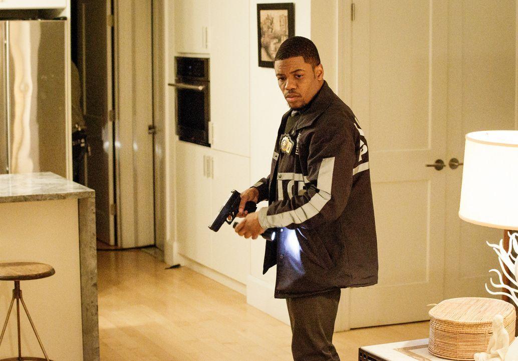 Rückblick: Auch Det. Marcus Bell (Jon Michael Hill) gehörte zu den Ermittlern, die die Leiche der jungen krebskranken Frau damals in ihrer Wohnung f... - Bildquelle: CBS Television