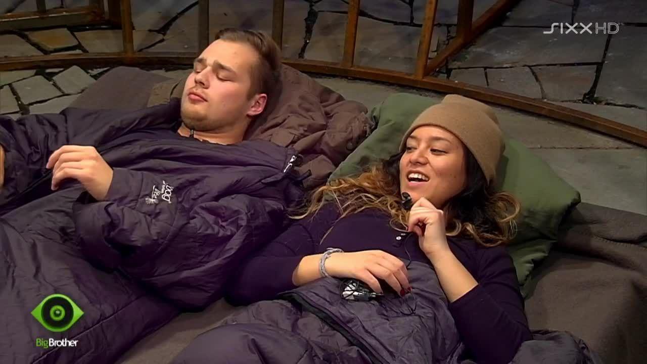 Chris und Mary haben ihren Spaß - Bildquelle: sixx