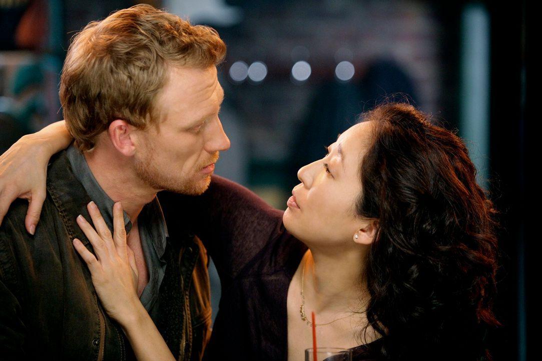 Sind glücklich miteinander: Owen (Kevin McKidd, l.) und Cristina (Sandra Oh, r.) ... - Bildquelle: ABC Studios