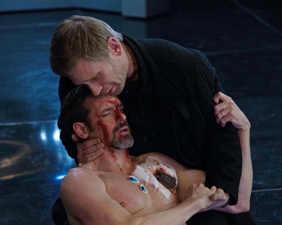 Muss sich Jedikiah (Mark Pellegrino, r.) nun endgültig von seinem Bruder Roger (Jeffrey Pierce, l.) verabschieden? - Bildquelle: Warner Bros. Entertainment, Inc