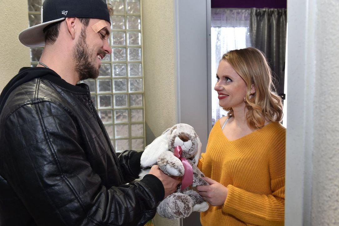 Können sich Rocko (Marc Barthel, l.) und Anja (Franziska Breite, r.) wieder annähern? - Bildquelle: Andre Kowalski SAT.1/ André Kowalski