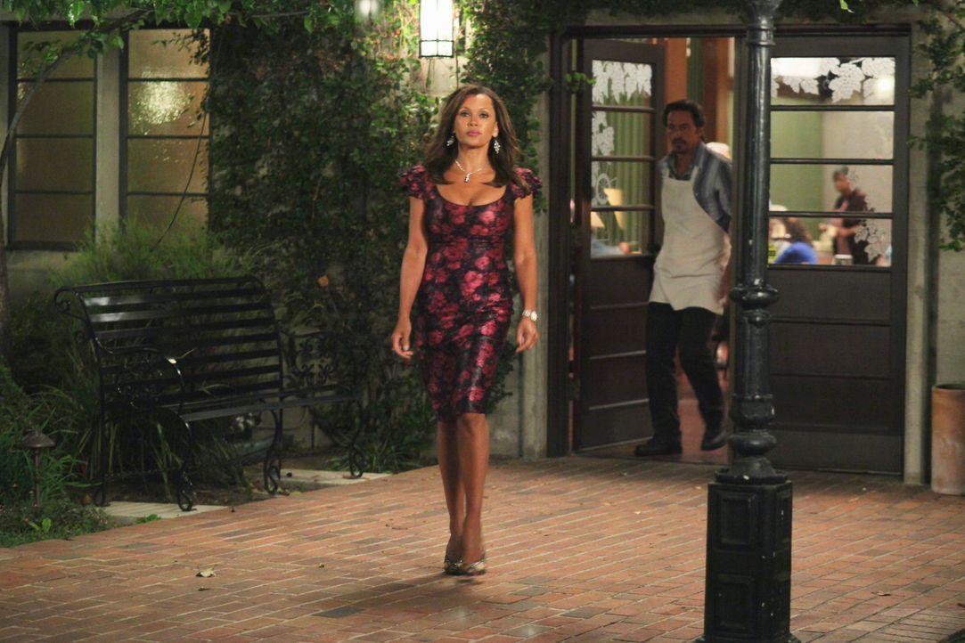 Renee (Vanessa Williams, l.) hat angenommen, dass sie mit Ben (Charles Mesure, r.) ein Date hat - das erweist sich allerdings als Fehler ... - Bildquelle: ABC Studios