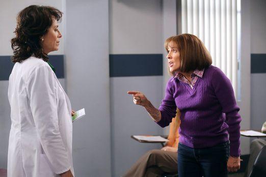 The Middle - Während Frankies (Patricia Heaton, r.) Umschulung zur Zahnarzthe...