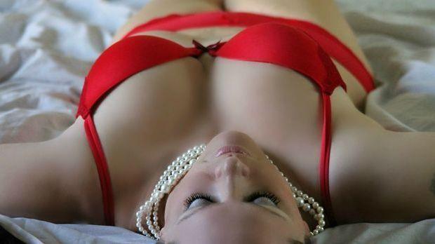 Sexy Dessous gehören einfach dazu, damit der Partner weiter interessiert bleibt.