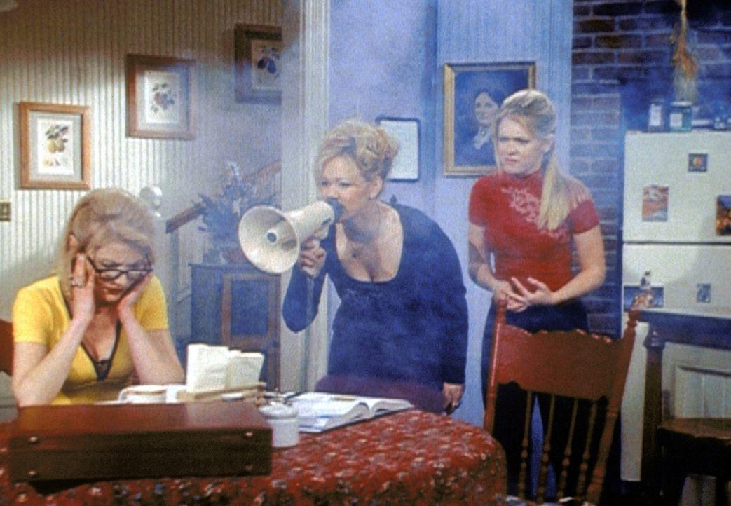 Zelda (Beth Broderick, l.) arbeitet so intensiv an ihrem Vortrag für das Nobelpreiskomitee, dass sie einen Hexen-Blackout bekommt. Hilda (Caroline... - Bildquelle: Paramount Pictures