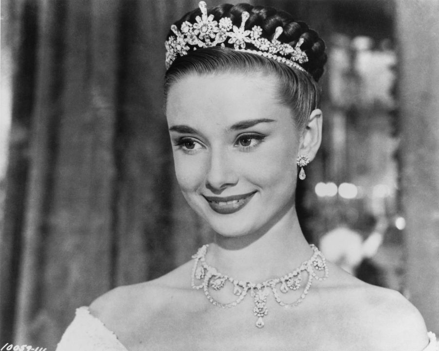 """Flieht aus ihrem """"goldenen Käfig"""": die schöne Prinzessin Anne (Audrey Hepburn) ... - Bildquelle: TM, ® &   (1953) BY PARAMOUNT PICTURES. All Rights Reserved."""