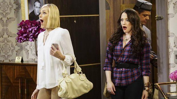 Max (Kat Dennings, r.) begleitet Caroline (Beth Behrs, l.) nach Los Angeles,...