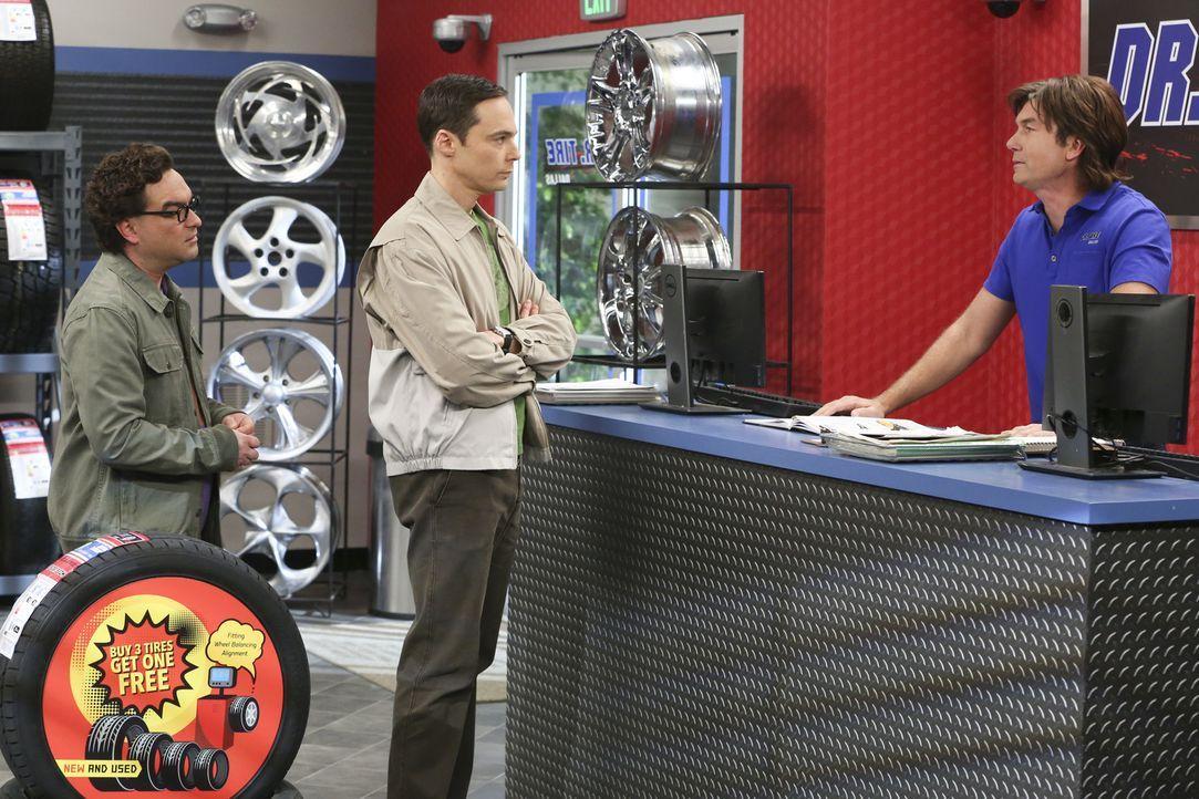 Als George Jr. (Jerry O'Connell, r.) Sheldons (Jim Parsons, M.) Hochzeitseinladung ablehnt, steht Sheldon vor einem emotionalen Dilemma, denn seine... - Bildquelle: Warner Bros. Television