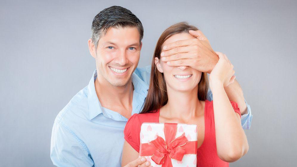 valentinstaggeschenke für sie - Bildquelle: detailblick - Fotolia