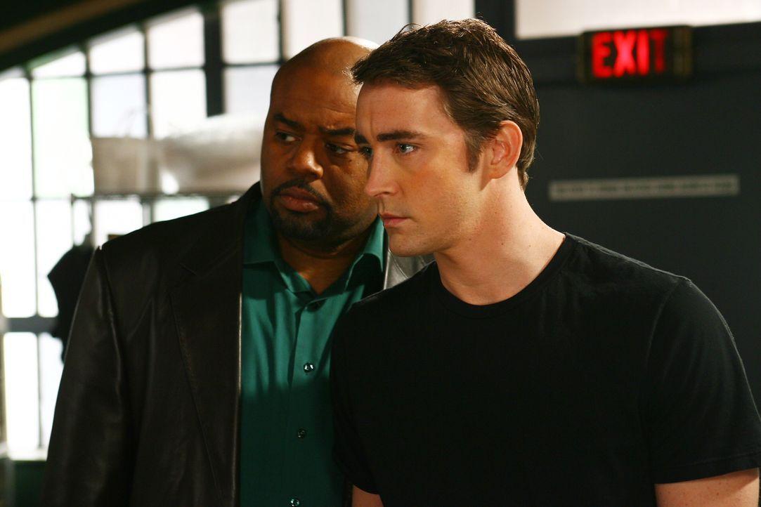 Ein unschlagbares Duo: Detektiv Emerson Cod (Chi McBride, l.) und Ned (Lee Pace, r.) machen sich an die Aufklärung von Mordfällen ... - Bildquelle: Warner Brothers