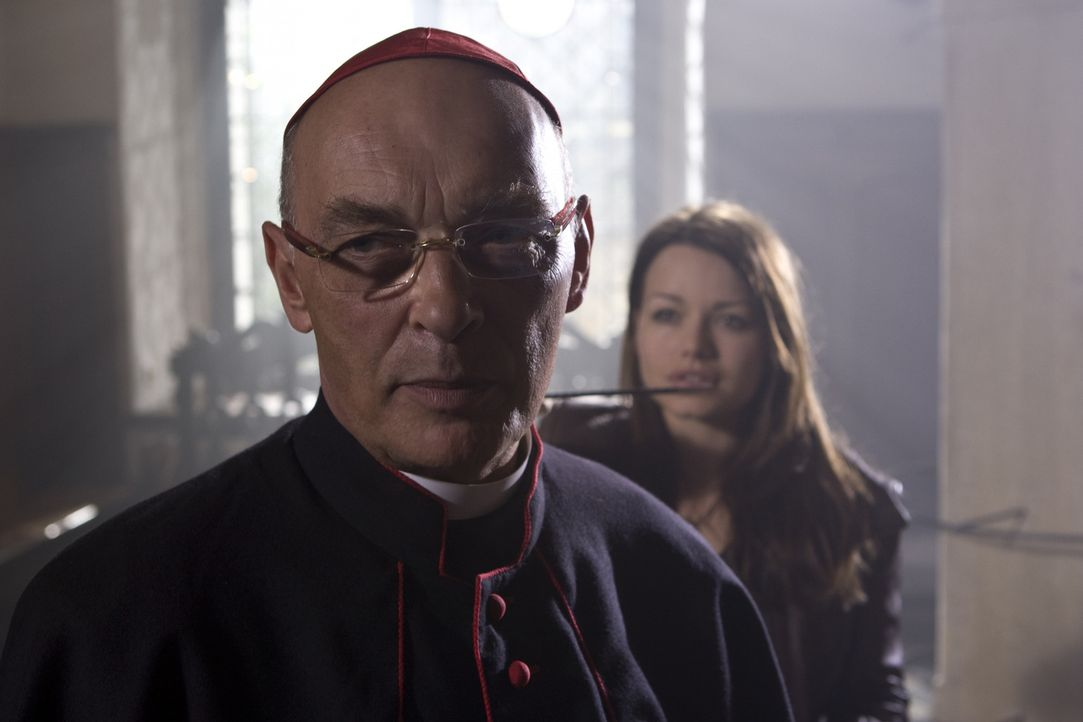 Hat sich aus eitler Machtgier dem Bösen verschrieben: der skrupellose Kardinal Rhades (James Faulkner) ... - Bildquelle: ProSieben