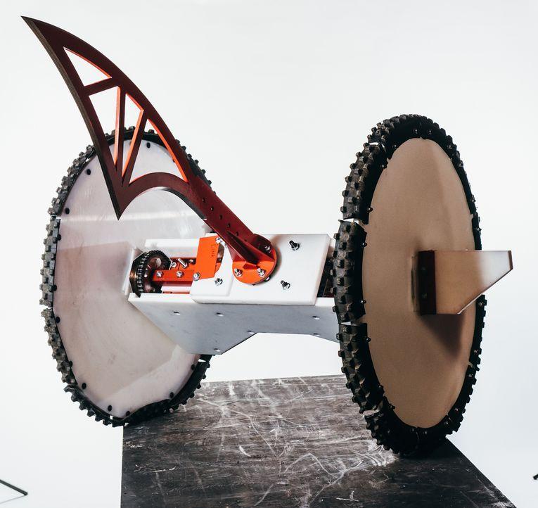 Kann der Roboter von Team Gabriel seine Rivalen in der Kampfarena beschädigen oder gar zerstören? Oder wird er am Ende selbst zerstört? - Bildquelle: Andrew Rae