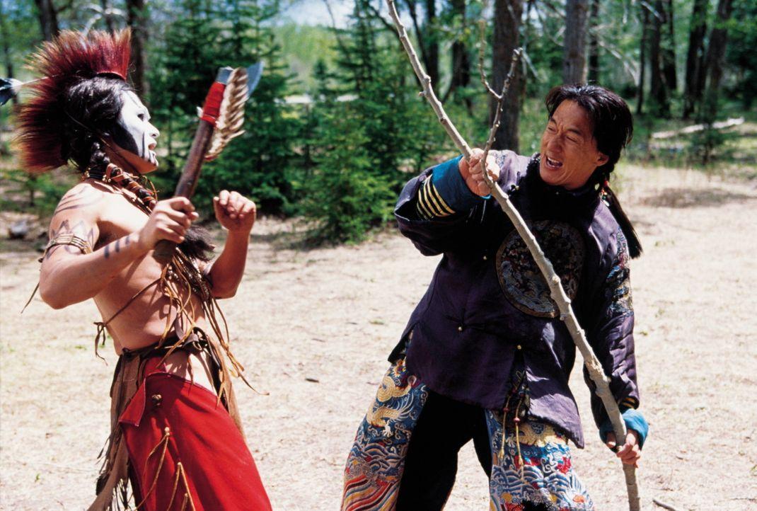 Kaum in der neuen Welt angekommen, wird bei einem Zugüberfall die gesamte chinesische Delegation ausgeschaltet. Nur Chong Wang (Jackie Chan) kann s... - Bildquelle: SPYGLASS ENTERTAINMENT GROUP, LP