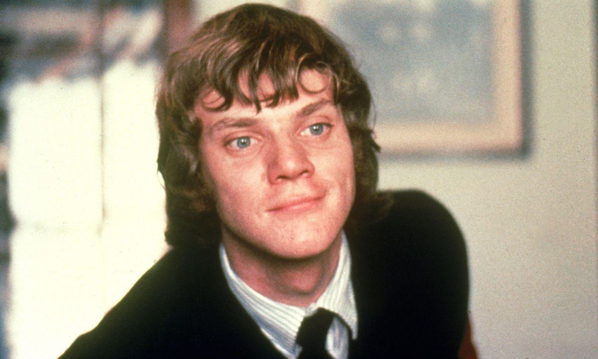 Der 15-jährige Alex (Malcolm McDowell) zieht mit drei anderen Rowdys durch die Straßen. Zum Spaß verprügeln sie Greise und Obdachlose, rauben Geschä... - Bildquelle: Warner Bros. Television