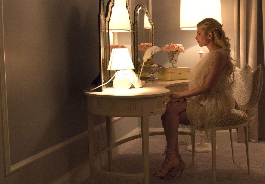 Chanel (Emma Roberts) liebt Halloween und macht es kurzerhand zu ihrem Fest - Chanel-O-Ween. Doch während sie munter gruselige Geschenke an ihre Soc... - Bildquelle: 2015 Fox and its related entities.  All rights reserved.
