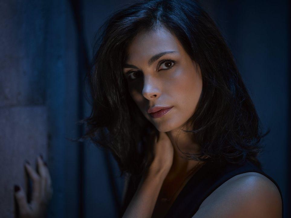 (2. Staffel) - Ist Dr. Leslie Thompkins (Morena Baccarin) in Gotham sicher? - Bildquelle: Warner Brothers