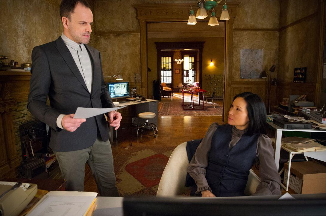 Sherlock Holmes (Jonny Lee Miller, l.); Joan Watson (Lucy Liu, r.) - Bildquelle: Jeff Neira 2018 CBS Broadcasting, Inc. All Rights Reserved / Jeff Neira