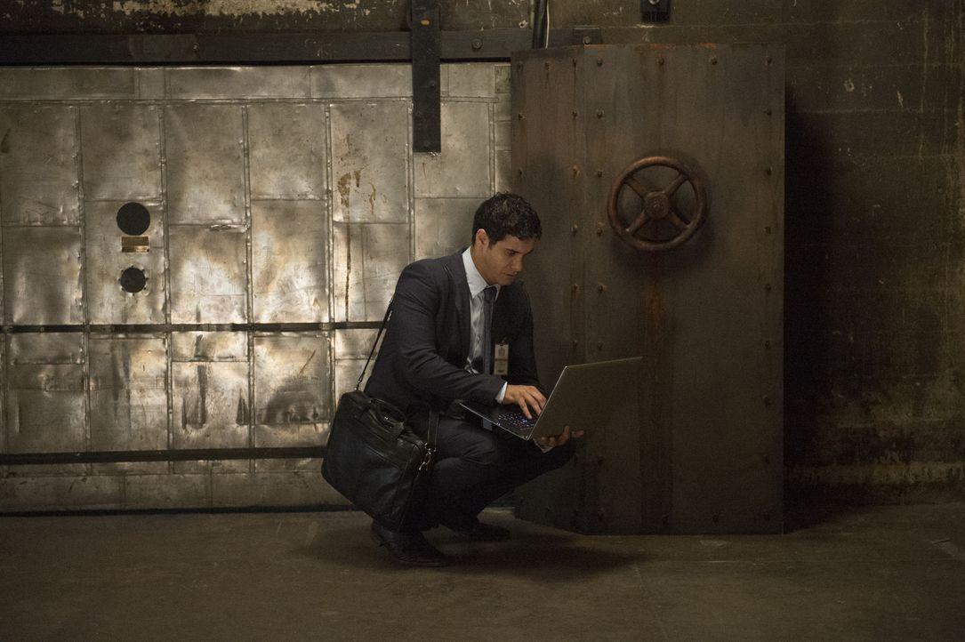 Als das Team Scorpion erpresst wird, muss Walter (Elyes Gabel) einen Plan ausarbeiten, um einen skrupellosen Mann auszuschalten ... - Bildquelle: Neil Jacobs 2015 CBS Broadcasting, Inc. All Rights Reserved.