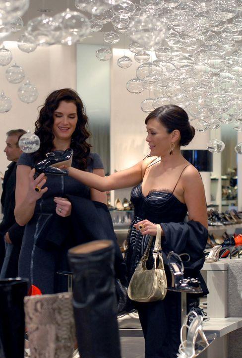 """Um sich als gute Mutter zu präsentieren, geht Wendy (Brooke Shields, l.) mit ihrer Tochter Maddie auf einen """"Mutter-Tochter-Lunch"""". Victory (Lindsay... - Bildquelle: 2004 NBC, Inc."""