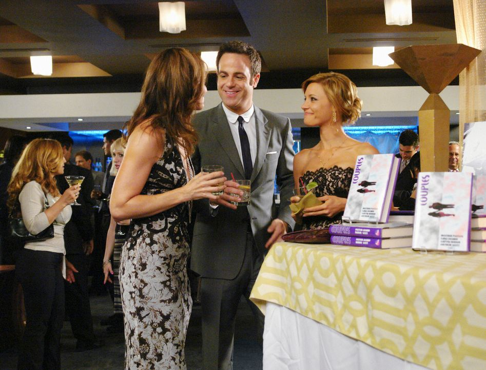 Nachdem Cooper (Paul Adelstein, M.) von Violet (Amy Brenneman, l.) erfahren hat, was Charlotte (KaDee Strickland, r.) plant, stellt er sie zur Rede... - Bildquelle: ABC Studios