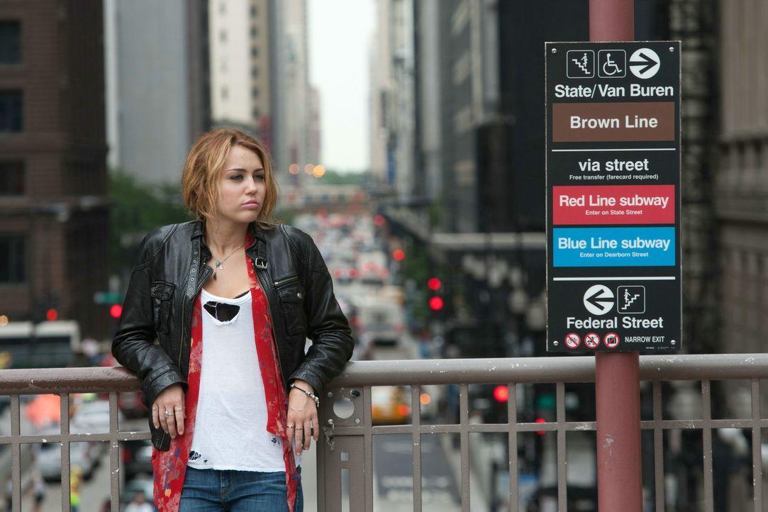 """Seitdem sich Lola, von allen nur """"LOL"""" (Miley Cyrus) genannt, in ihren besten Freund verliebt hat, kann sie nur noch an eines denken: die anstehende... - Bildquelle: Constantin Film Verleih GmbH"""