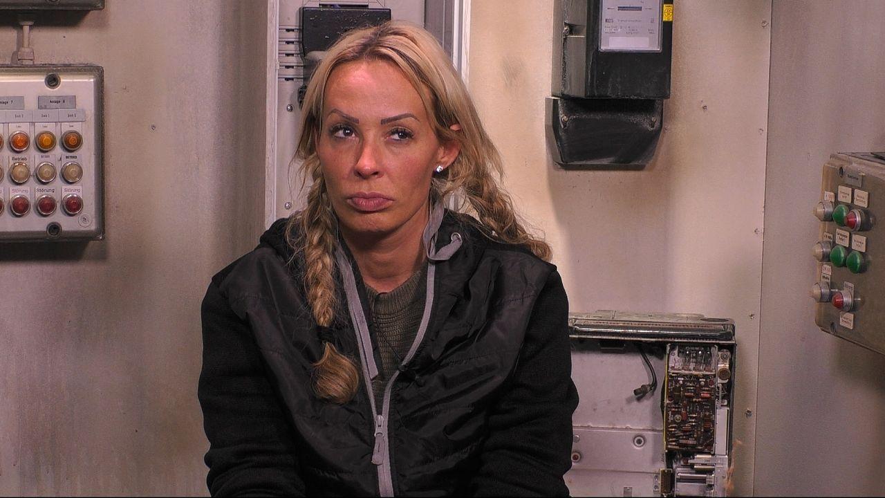 Cora stichelt gegen Chethrin