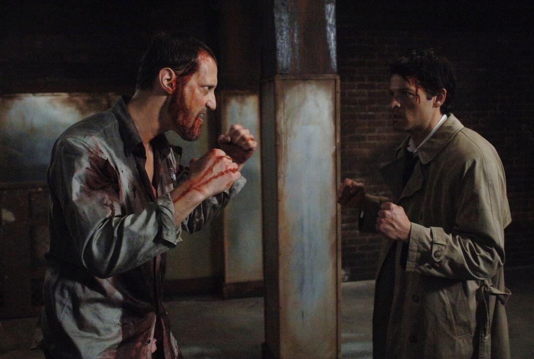 Sieben Engel wurden getötet, und Castiel (Misha Collins, r.) und Uriel rekrutieren Dean, um herauszufinden, wer es war. Zu diesem Zweck muss Dean d... - Bildquelle: Warner Bros. Television